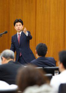 『残業代ゼロ制度』が成長戦略の目玉!! 田村厚労大臣に質問