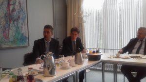 20151008ボガル国際局長(左)