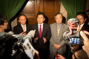 20161125-年金カット法案の強行採決